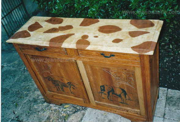 petit meuble avec imitation peau de giraffe
