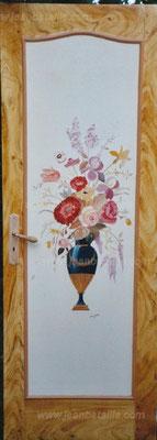 Porte intérieure isoplane avec encadrement en imitation bois fantaisie et bouquet de fleurs central peint en laque
