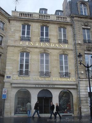 Lettres 3D en feuille d'or sur façade