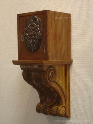 Socle du Tabernacle en Staff décoré en faux-bois imitation chêne