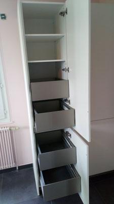 armoire avec tiroir à l'anglaise