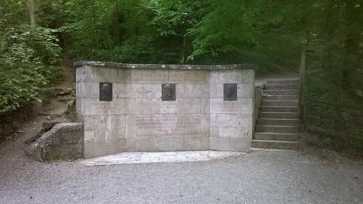 Blautopf Blaubeuren Juni2017 Denkmal Albwasserversorgung
