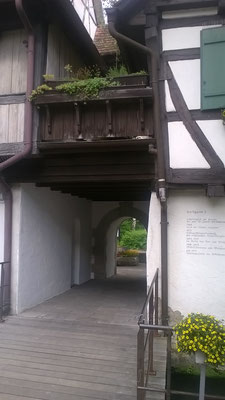 Tordurchgang vom Kirchplatz her in Blaubeuren