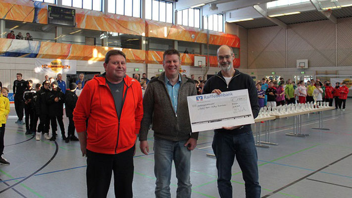 """Der vom TSV Fischach veranstaltete TOPSTAR-Junior-Cup 2016/17 spendete 1.800 € für """"Kinderlachen"""""""