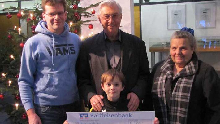 VfB Mickhausen. Spende für notleidende Kinder und Jugendliche
