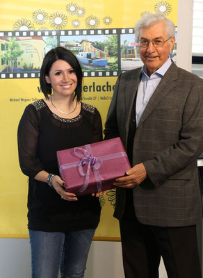 Ein Herz für Kinder zeigte die Energietechnik Schönet GmbH. Frau Betty Schönet überraschte Michael Wagner mit einem Geschenkpaket im Wert von 1.400 €