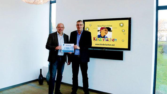 Schon traditionell sind die großzügigen Spenden der Firma SABA. Vertriebsingenieur Thomas Peinelt (r.) überreichte dem Betriebsleiter der TOPSTAR GmbH Herrn Rudolf Beckert einen Scheck in Höhe von 999 €
