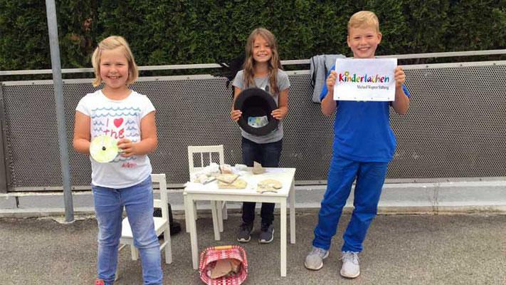 Eine schöne Idee hatten drei Freunde der Grundschule Westheim. Sie sammelten ausgesucht schöne Steine und verkauften sie, um Kindern zu helfen.