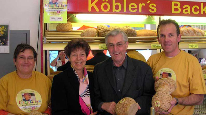 """Bäckerei Köbler, Siegertshofen 2007. Aktion """"Kinderlachen-Brot"""""""