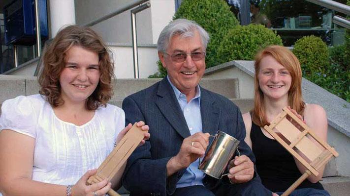 Walkertshofener Ministranten. Erlös aus Rätsch-Aktion Karsamstag 2012