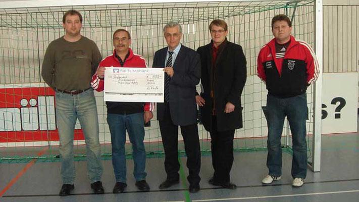 TSV Fischach Abt. Fußball. Spende im Rahmen des Müllermilch-Junior-Cups 2005 und 2007
