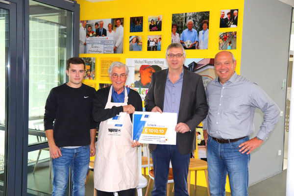 Anlässlich der 10-jährigen Zusammenarbeit der Firmen SABA Dinxperlo BV un TOPSTAR GmbH wurde eine Spende von 1.010,10 € überreicht.