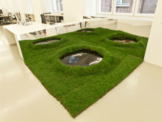 Narciso, 2010. Mirrors, grass and water. Variable dimensions