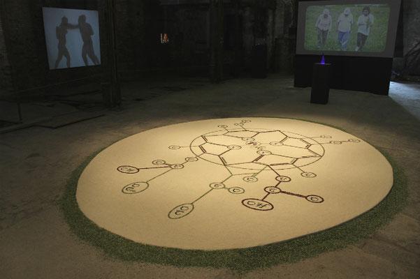 Vitalis. Chloro-Sanguis, 2013. Reis, beans and peas. 4x5m oval.  55ava Biennale de Venezia, Italia.