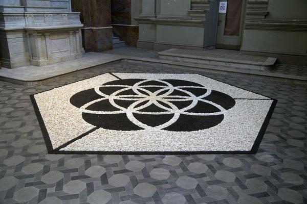 Flor de la Vida II, 2014. Beans and stones. 5m diameter
