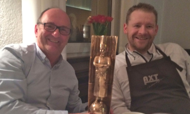 Christian Krüger mit goldener Trophäe....bocuse Germany 2014