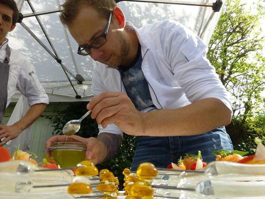 gebeizter bayerischen Goldforelle, Passionsfrucht, Purple Haze,  Merrettichöl von Daniel Schimkowitsch