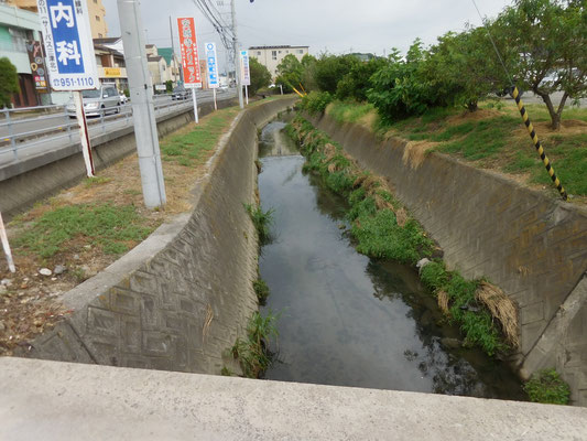 西長戸町。四国通研資材置き場の東側。