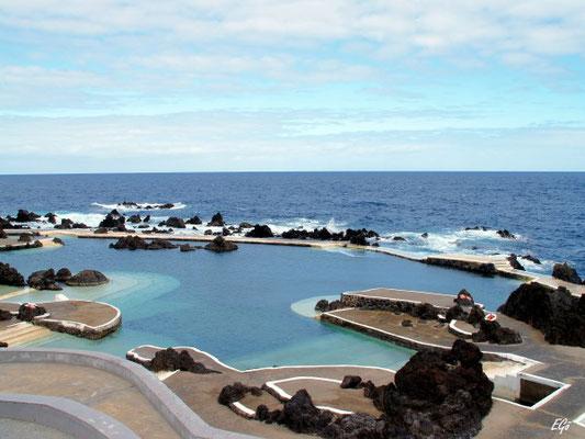 Porto Moniz, Blick auf die Naturschwimmbecken im Atlantik