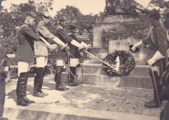 10. Stiftungsfest, Babenberg Gänserndorf, Heldenehrung am Kriegerdenkmal
