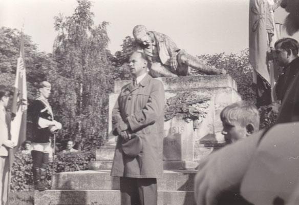 Heldenehrung am Kriegerdenkmal, Kbr. NAbg. Dr. Hermann Withalm