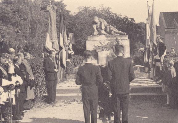 Heldenehrung am Kriegerdenkmal