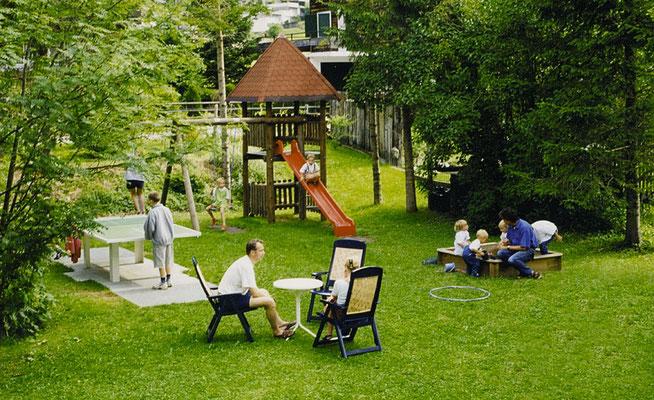 Unser Garten mit Spielplatz