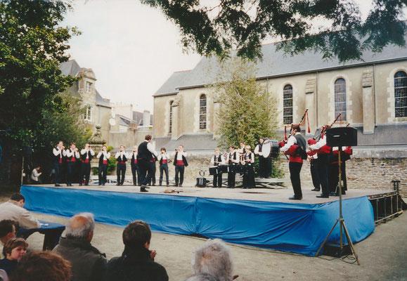 Bagad Pagan - concours 5ème catégorie - Quimper - 2002