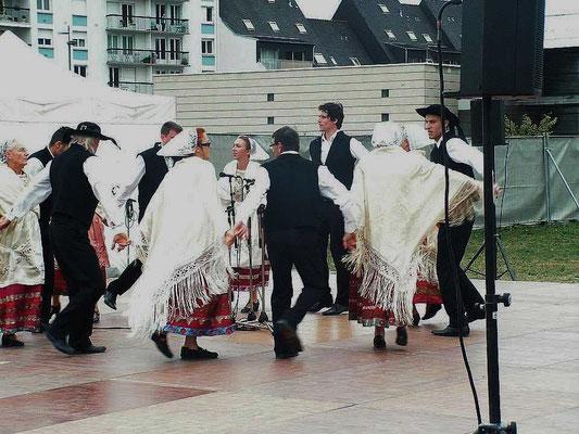 Avel Dro - Chant dans la danse - Kann Al Loar 2015