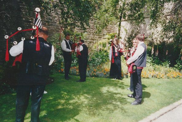 Bagad Pagan - concours 5ème catégorie - Quimper - 2002 - Répétition