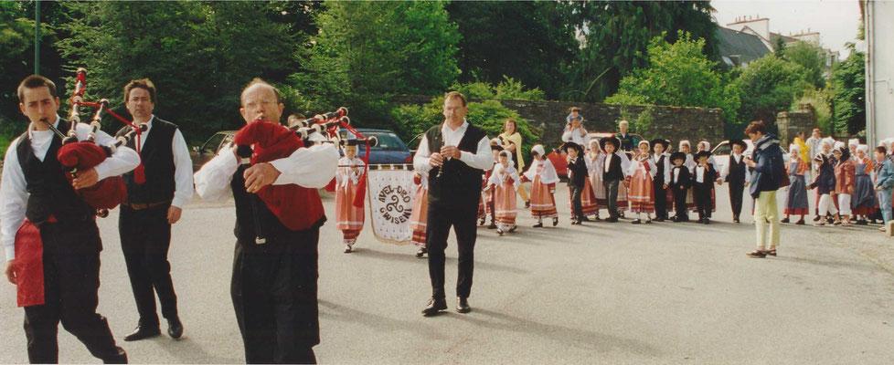 Avel Dro - Bagad Pagan - Abadenn Ar Vugale - 1999 - Châteaulin