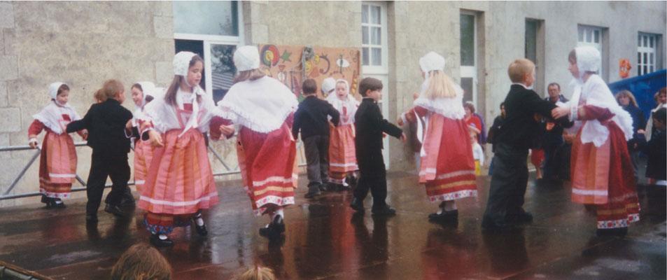 Avel Dro Bagad Pagan - Kermesse Sainte Jeanne d'Arc Guisseny 1999