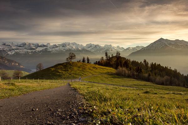 Die Aussicht vom Margelsattel in die herrliche Bergwelt der Berner Alpen  -L37-