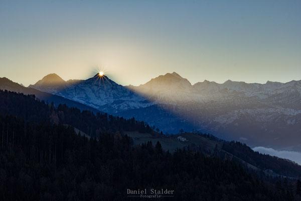 Sonnenaufgang hinter dem Mönch    -L9-