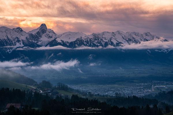 Sonnenuntergang in Goldiwil mit Thun und Stockhorn -L57-