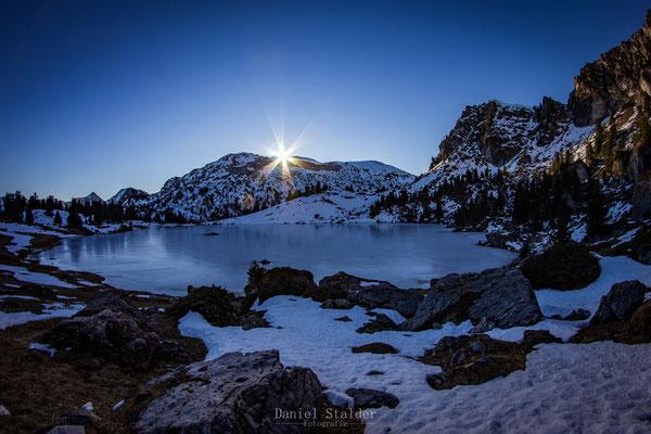 Sonnenaufgang am Seebergsee im Diemtigtal    -L2-