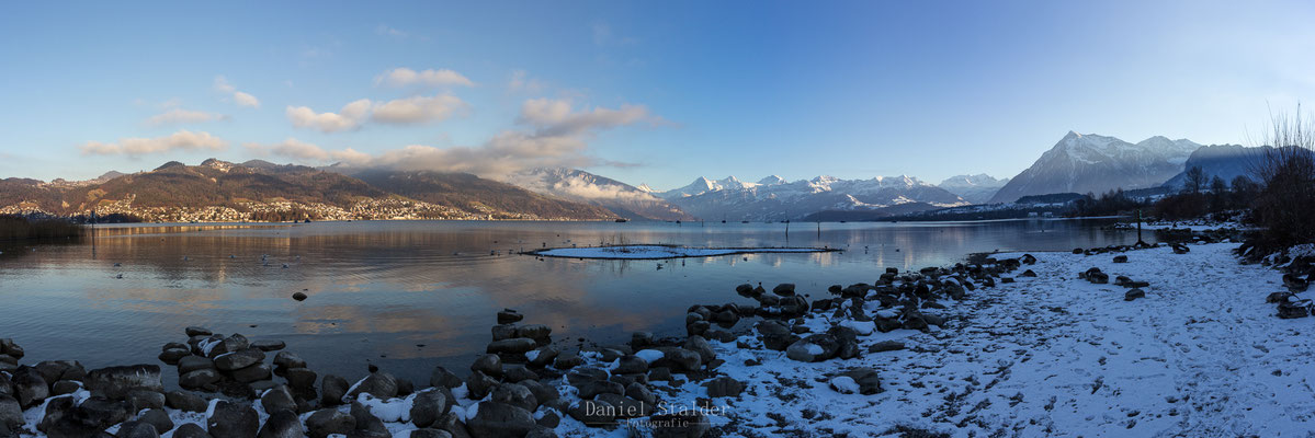 Panorama am Thunersee mit Blick ins Berner Oberland