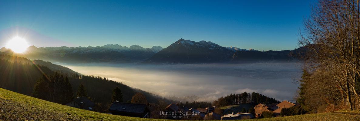 Sonnenaufgang über dem Berner Oberland