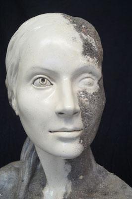 Büste einer Frau, ca. 120x60x25cm, Steinguss/Marmorguss, 2016