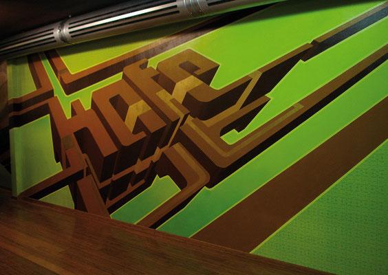 Point of view Wandgestaltung im Kafe Zürich, Spraydose auf Wand