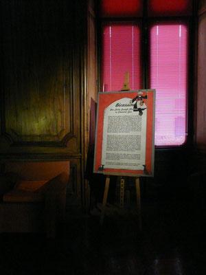 panneau de texte avec bords découpés en situation