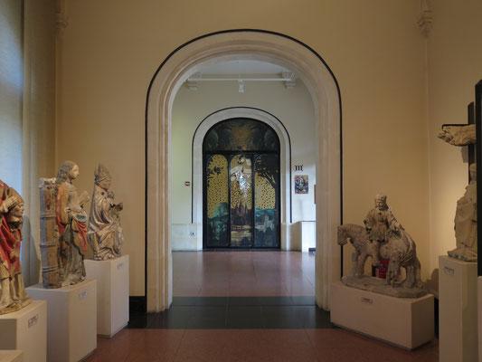 porte d'entrée de la salle des retables, adhésif doré ajouré de motifs