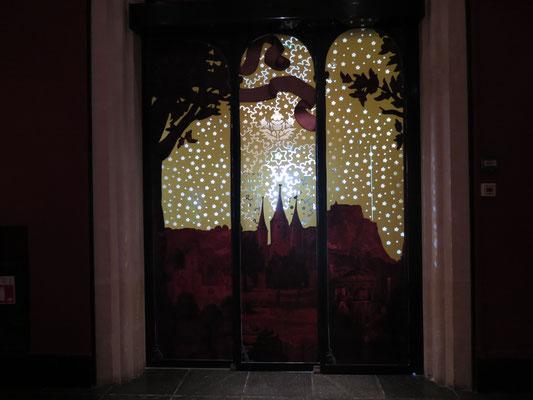 porte d'entrée de la salle des retables vue de l'intérieur