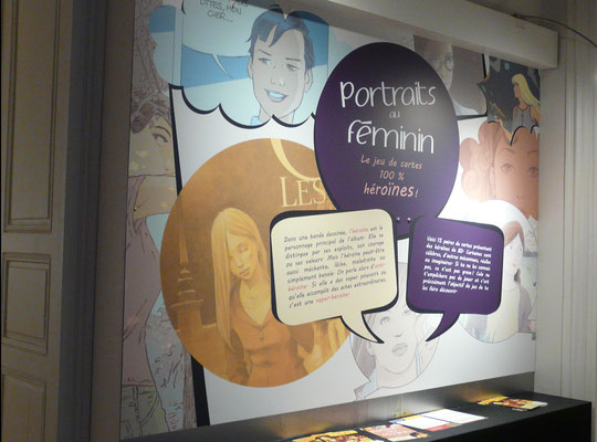 """Vue du mur avec consigne pour le jeu de cartes """"Portraits au féminin"""""""