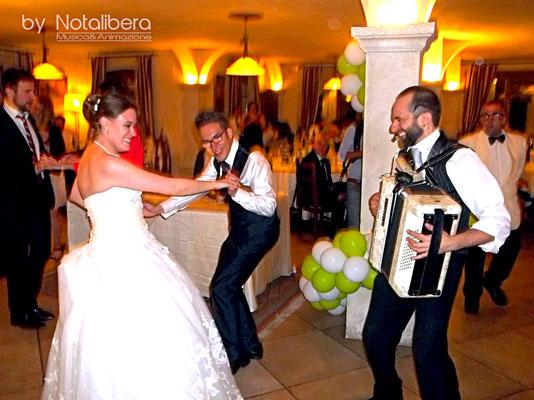 www.anywaymusica.it,matrimonio musica  provincia Imperia,Savona,Genova foto sposi sax cantante ballo