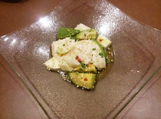 アボガド・モッツアレラ・おぼろ豆腐のマリネ ※チアシードソース