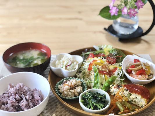 水曜日はtokimeki-lifeナカリンオーナー自ら腕をふるいます。 身体に良い優しいお味の料理です。