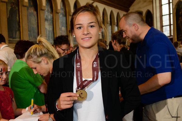 Lena Lotzen, Empfang der Europameisterinnen in Frankfurt, © Karsten Lauer