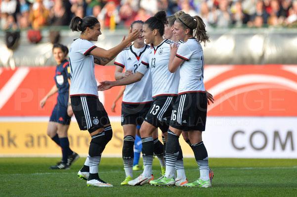 Dzenifer Marozsan und Celia Sasic - Deutschland vs Brasilien 4:0 - Fotograf Karsten Lauer / www.photolounge-lauer.de
