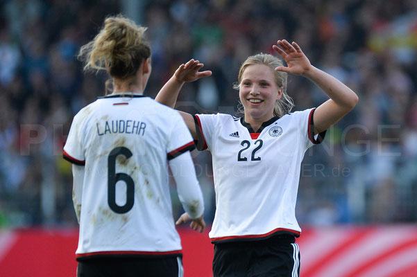 Simone Laudehr und Tabea Kemme - Deutschland vs Brasilien 4:0 - Fotograf Karsten Lauer / www.photolounge-lauer.de